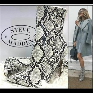 Steve Madden *BEAUTIFUL* Whimsy Snake Print Bootie